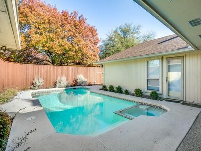 Lovely Private Pool with adjoining outdoor Jazquzzi (both heated except summer)