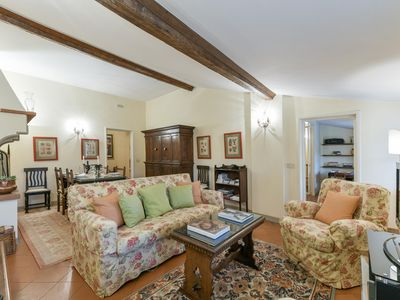 Photo for Spacious Tosca Suite  apartment in Santa Croce with WiFi, integrated air conditioning & lift.