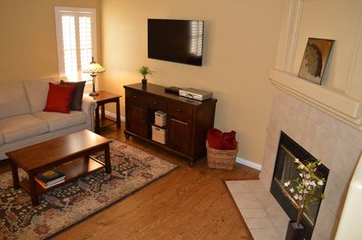 Living room with 48' HDTV, wi-fi, blue ray player and cable