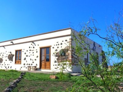 Photo for Typical Canarische house with sea views, great sunsets and the beach