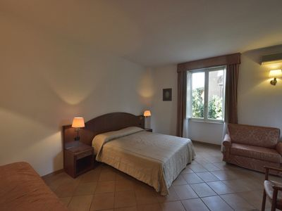 Photo for Spacious room in a villa with a large garden near the metro C and the PTV