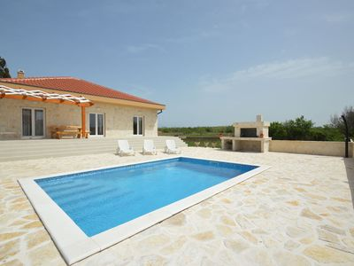 Photo for Charming holiday home with private swimming pool, big garden, 0,5km from the sea