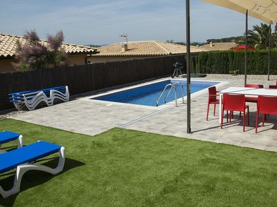 Photo for Exclusive villa for 7 in l 'Estartit with private pool in a residential area.