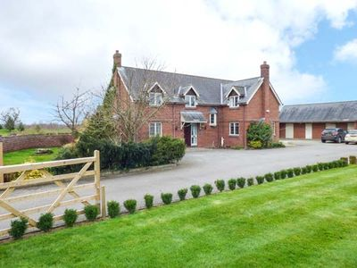 Photo for MANOR WOOD, pet friendly, with pool in Farndon, Ref 933486