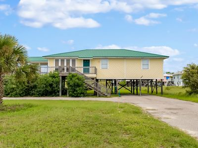 """Photo for """"Our Happy Place"""" Wonderful Gulf Views from covered porches! Sleeps 10!"""