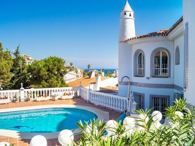 Photo for Beautiful private villa for 8 people with WIFI, A/C, private pool, TV and parking
