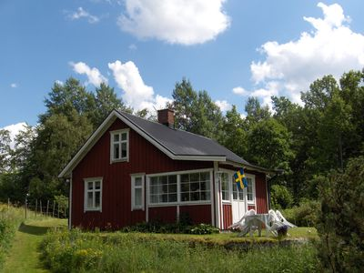 Photo for Cosy well-equipped cottage close to nature