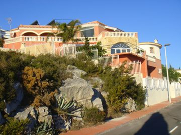 LUXURY VILLA BEAUTIFULLY DECORATED sea view and castle sleeps 9