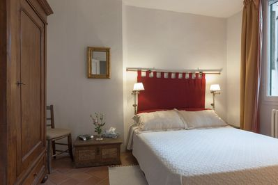 Master bedroom with large Queen-size orthopaedic mattress