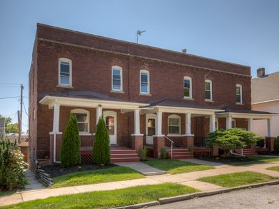 Photo for 3507 Fabulous Midtown Townhome! Walk to TWO entertainment districts!