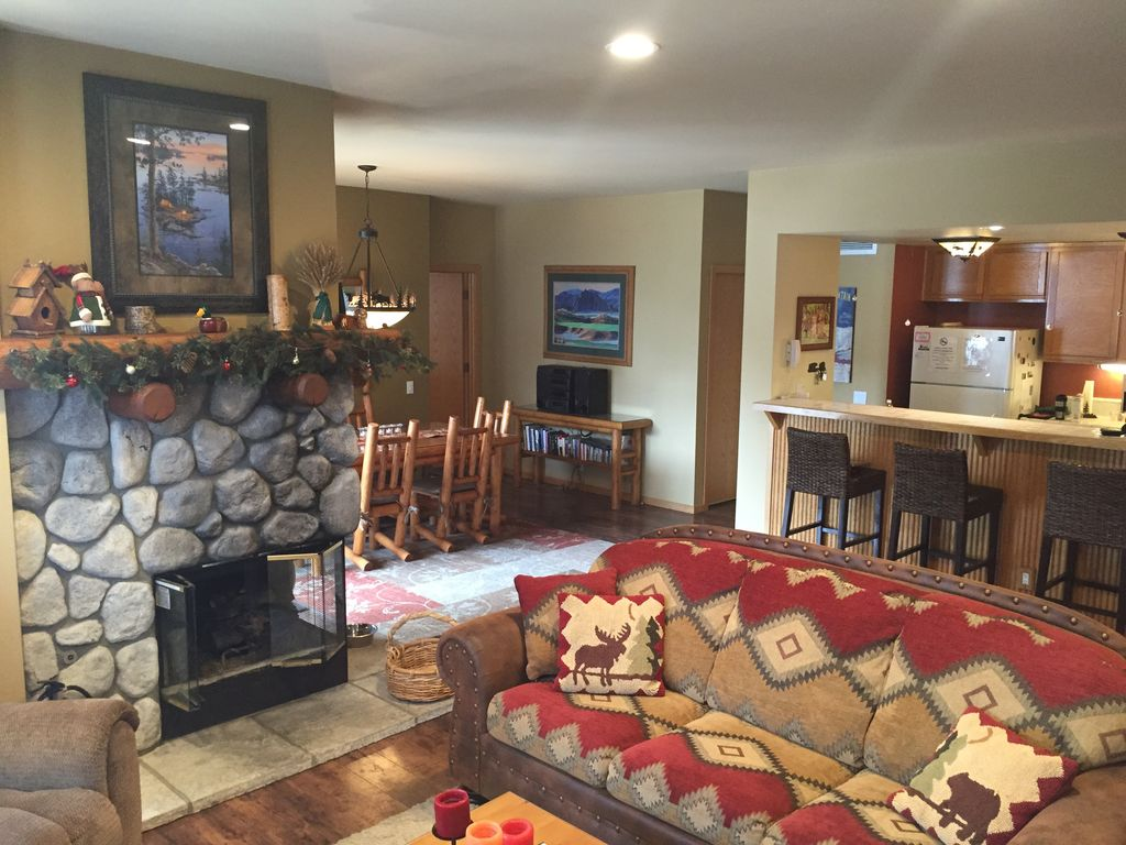 Snowcreek v 2 2 family fun dog friendly vrbo for Mammoth mountain cabins pet friendly
