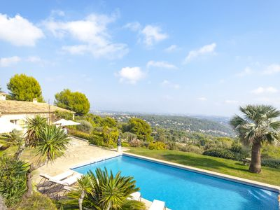 Photo for Beautiful Provencal house, swimming pool and a magnificent 180 ° view