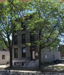 Photo for Better than a Hotel - 2 bedroom apartment in Downtown Troy!