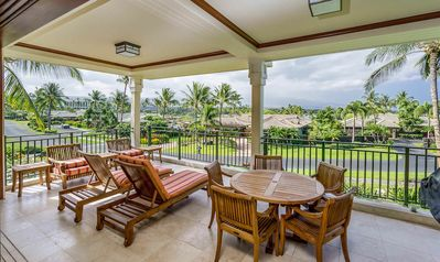 Patio table and chairs on lanai