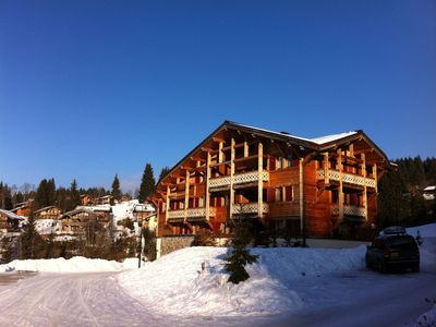 Photo for Spacious Apartment chalet for 6-7 guests, ski-in ski-out location - LesGets