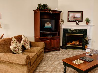 Clean 2 BR/ Sleeps 6/ D'town Pigeon Forge/ Discounted/ Perfect Location