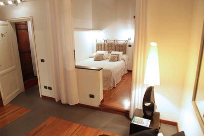 The bed is comfortable. Length 190 cm, width 140 cm.