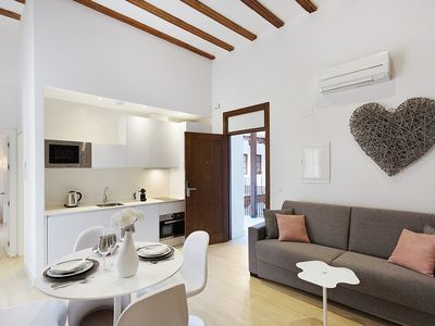 Photo for Romantic apartment for 2 with views of the Jardines de Murillo gardens.