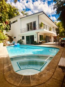 Photo for Fab HOLLYWOOD Double-suite - luxurious oasis, modern poolside and king suite!