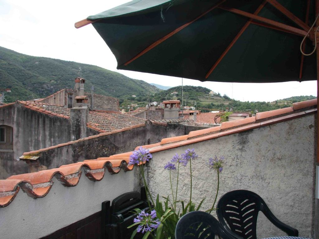 19th century maison de village in the heart of historic ceret