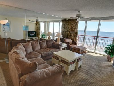 Photo for Large and spacious, open-plan condo located in Crescent Beach.