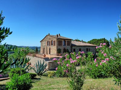 Photo for Wonderful private villa with WIFI, private pool, A/C, TV, washing machine, close to San Gimignano