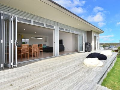 Photo for Modern family suntrap with views of Brynderwyns