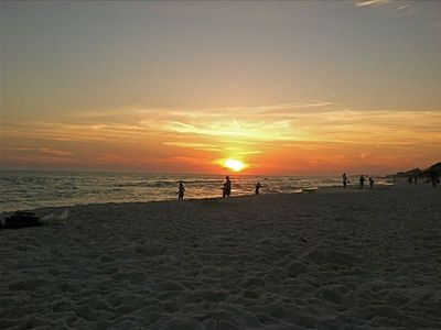 Photo for 30A, Beach Service, VIEW 1 bedroom/ bunk nook. Gulf view and BEACH SERVICE!!