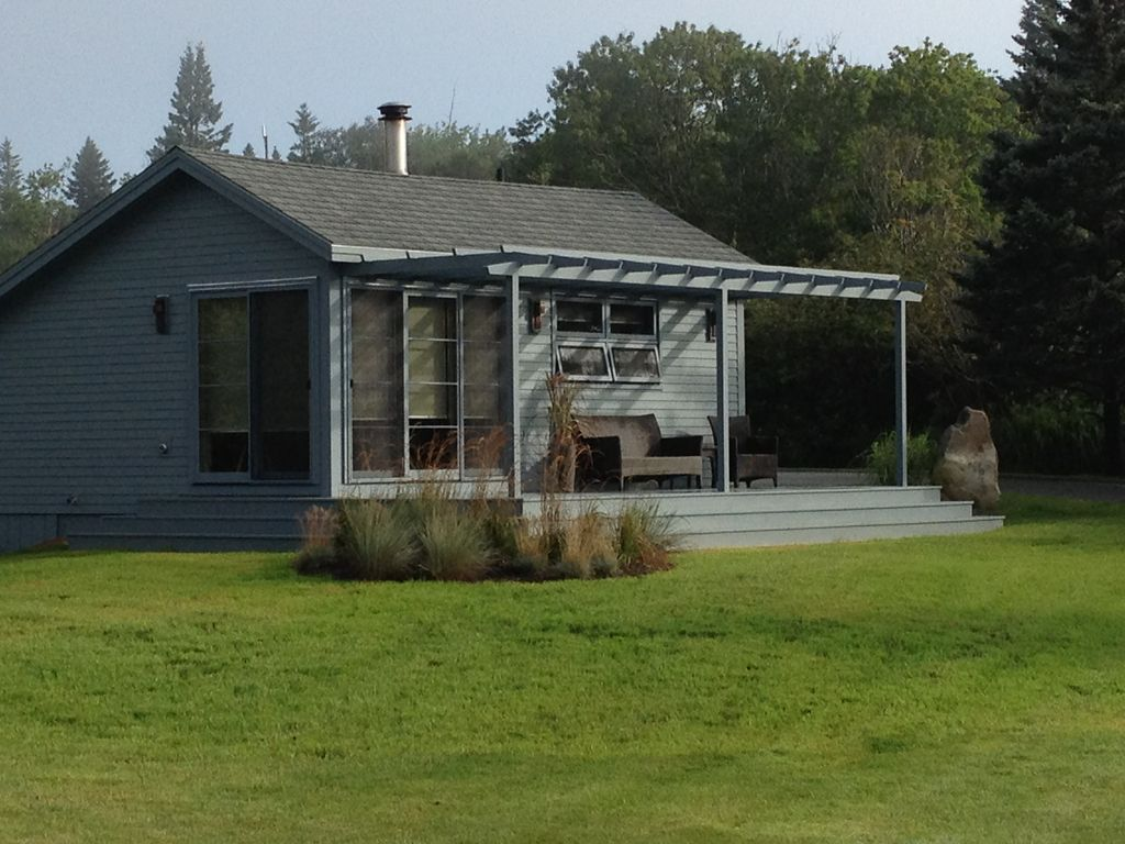 Beautiful Cozy Renovated Cottage on Ocean a... - VRBO