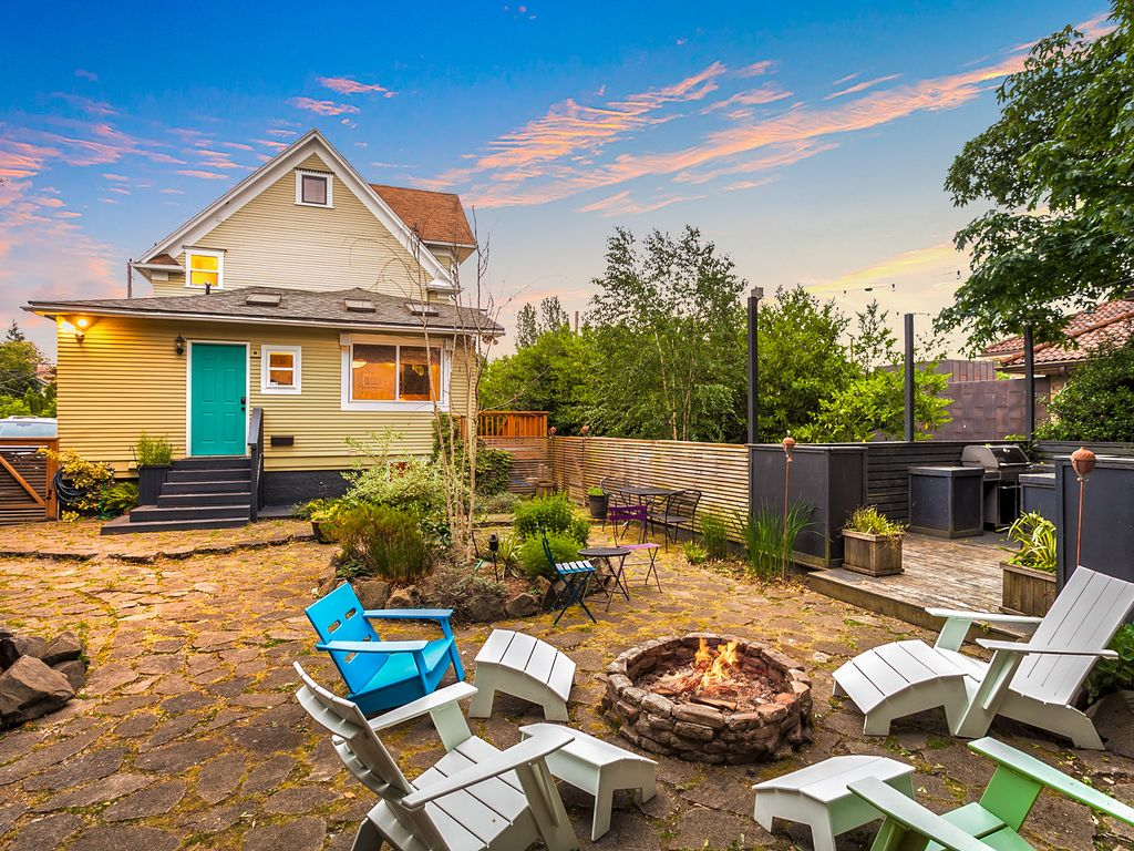 sophisticated 4br w fire pit bbq walk to vrbo