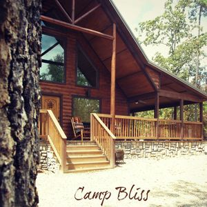 Luxury Family Cabin - Designer Furnishings, Basketball Court, Hot Tub & Fire Pit