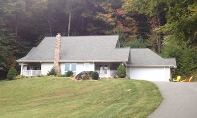 Photo for Beautiful three bedroom level entry mountain home
