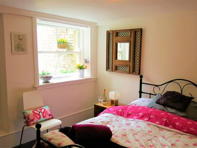 Photo for Lovely modern flat. Budget accommodation for keen travelers!