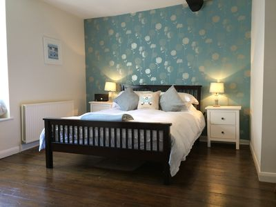 A spacious and stylish Georgian apartment in the heart of Topsham