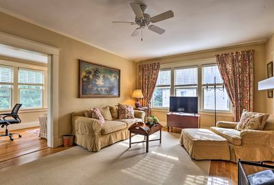 Up to 6 guests will enjoy this cozy and elegant interior.