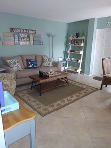 Photo for Vacation delight! Cozy condo just steps from the beach and St. Armands circle.