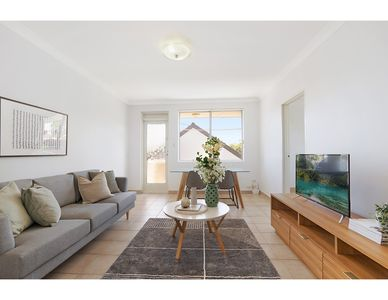 Photo for Spacious apartment in trendy Sydney neighbourhood