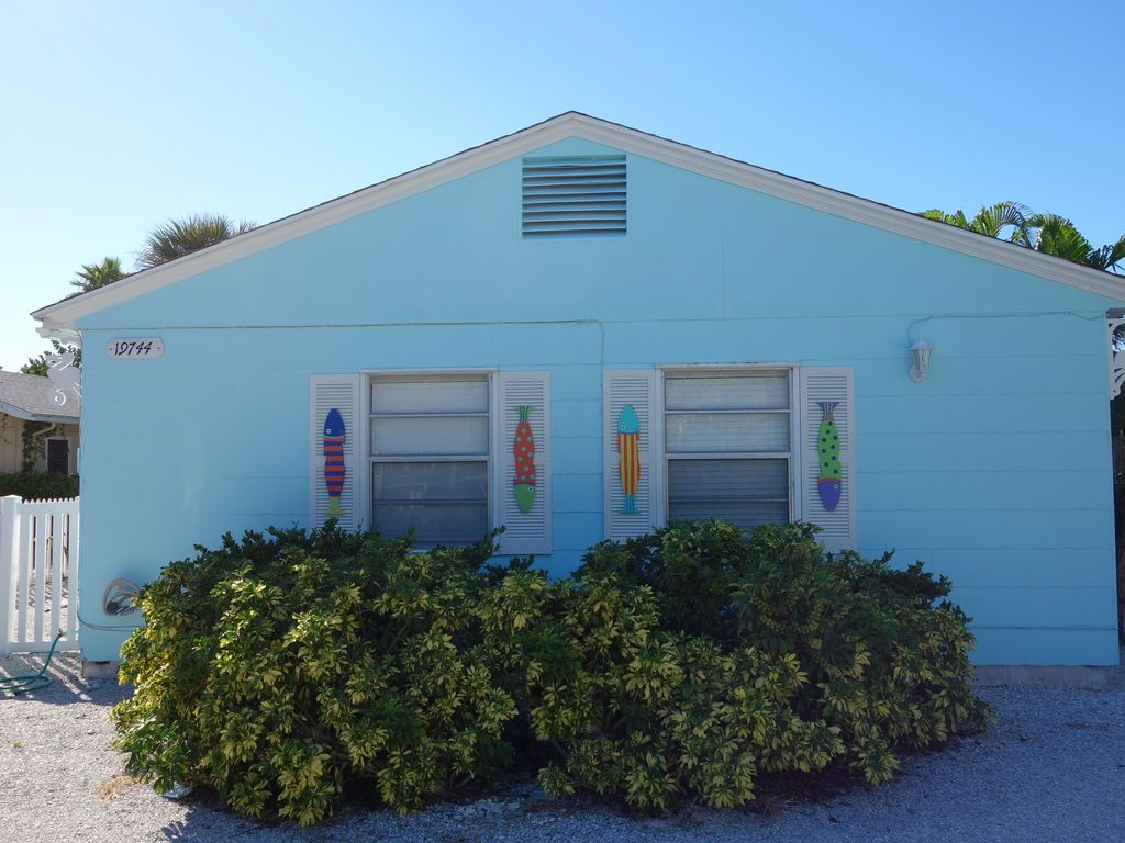 charming beachside cottage fun decor and vrbo