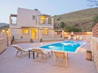 Lovely modern villa in excellent location. Surrounded by hills with a fabulous view of the bay. The