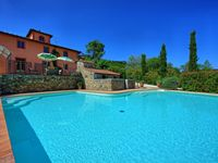 Great Tuscan villa well located once you find it at the end of the track