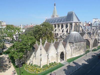 Latin Quarter Apt - View on Saint Severin chuch from the living room windows!