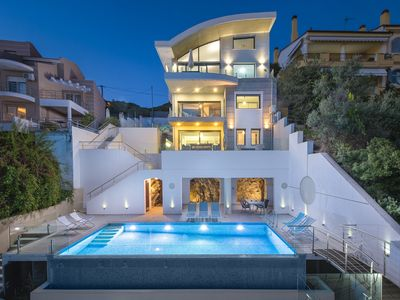 Photo for Luxury Living with a Pool by the Sea