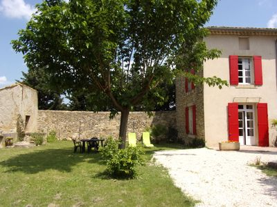 Photo for Apartment in a Provencal farmhouse in the Orange countryside