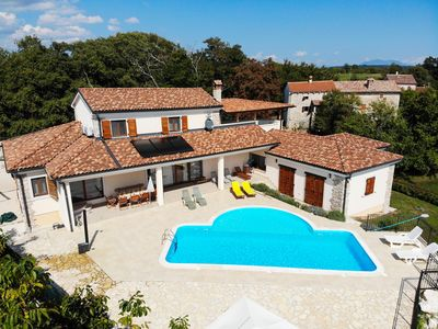 Photo for Arton Villa, near Rovinj with large Pool on quiet nature location, four bedrooms