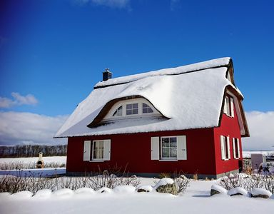 Photo for Thatched house in an exposed location, Baltic Sea view, 5 pers. & Dog, WiFi, fireplace, 2 bedrooms