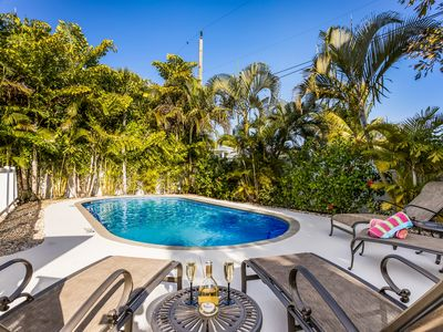 Endless Summer: Perfect Ground Level Pool Home,Excellent Location,Close to Beach