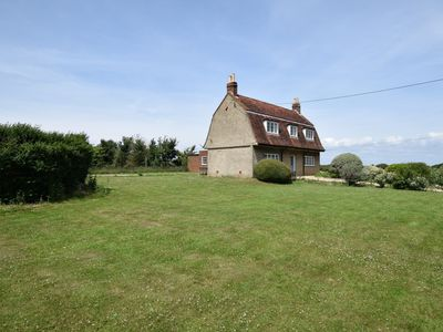 Photo for 4 bedroom Cottage in Shalfleet - 60965
