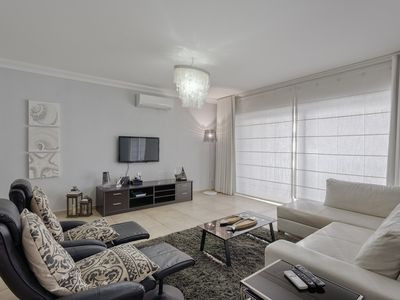 Photo for Luxury Apt with Side Seaviews and Pool, Best Location
