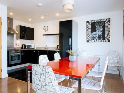 Photo for Modern three bedroom North Greenwich 90