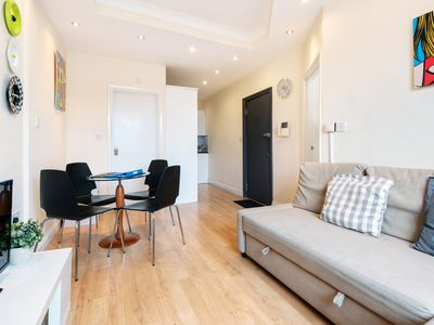 Photo for KING'S CROSS APARTMENT top location SLEEPS 4!!!